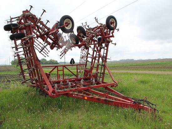Wil-Rich 3470 Field Cult, 5 Fold, (2) Front Gauge Wheels, Walking Tandems o
