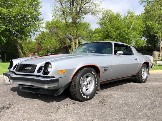 **1977 CHEVROLET Z28 CAMARO, 350 ENGINE, 4 SPD