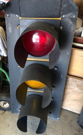 (1) STOP LIGHT, EAGLE SIGNALS CO. THIS WAS AN ACTUAL WORKING STOPLIGHT.