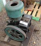 Fairbanks Morse Eclipse 2.5HP Vertical Gas Engine, Appears Complete, Original Condtion