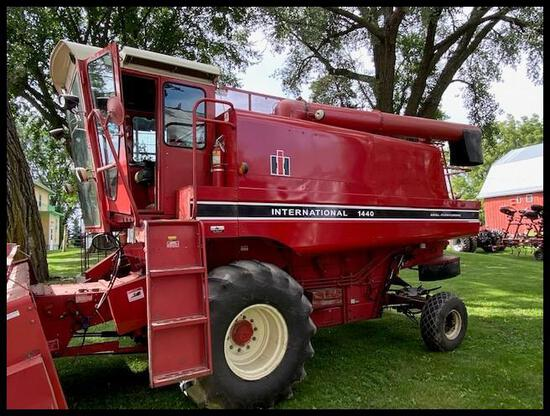 1981 IH 1440 Combine, 23.1-26 Tires, Chaff Spreader, 3 Blade Rotor, Shaft Monitor, Recent