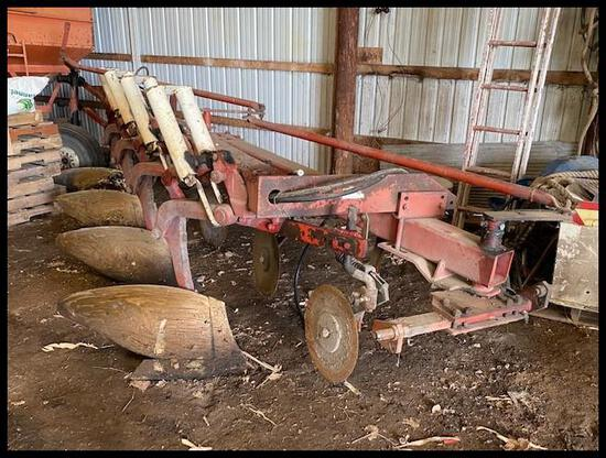 "IH 720 Semi Int Plow, 4-18"", AR, (4) Spring Coulters"