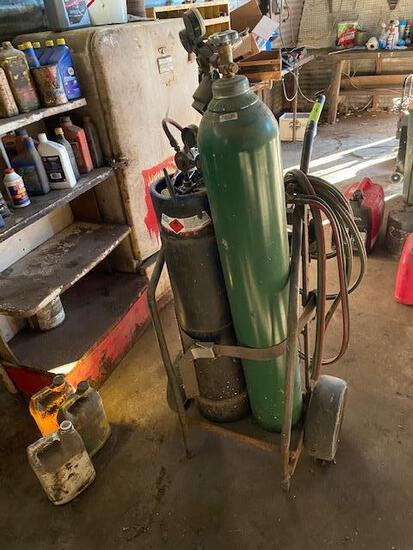 TORCH CART, GAUGES, REGULATORS, TIPS, HOSES, TANKS NOT INCLUDED AS PICTURED, TANKS ARE LEASED
