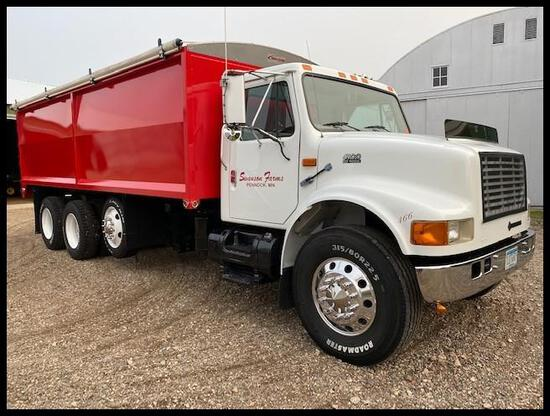 "***1999 International 4900 Tandem Axle Grain Truck, 102"" x 20' Long Box x 60"" Sides, Pusher Axle"