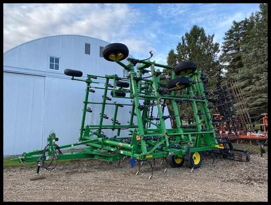 2011 JOHN DEERE 2210 APPROX 41.5' FIELD CULTIVATOR, 2 BAR HARROW, ROLLING BASKETS, 5 FOLD
