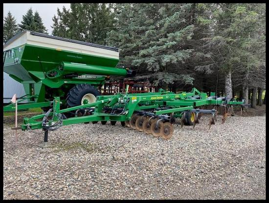 "2011 JOHN DEERE 2700 9 SHANK DISC RIPPER, 24"" SPACING, 7"" POINTS, COVER BOARDS, 2 SEASONS ON SUMMERS"