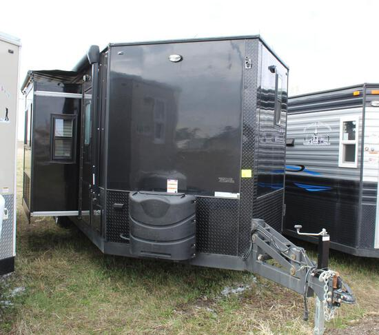 *** 2020 8'X28'V AMERICAN SURPLUS BLACK KNIGHT ICE CASTLE FISH HOUSE ON VALLEY TANDEM AXLE