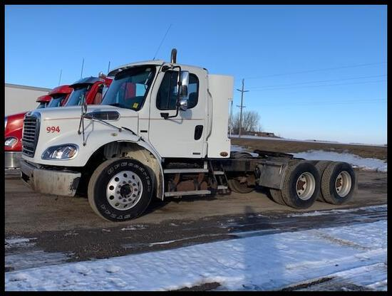 ***2009 Freightliner M2112 Day Cab Semi Tractor