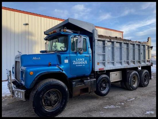 *** 1986 Mack R Series Dump Truck, Mack Engine, Maxitorque 7 Speed, 15' Steel Box, Cab Guard, Liner