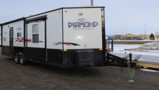 *** 2017 8' X 26'V AMERICAN SURPLUS ICE CASTLE FISH HOUSE ON VALLEY HYD. TANDEM AXLE FRAME,
