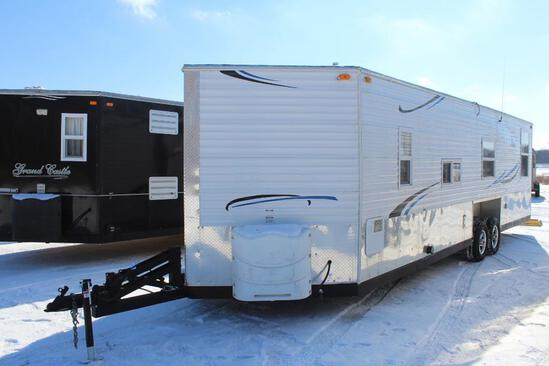 ***2014 8' X 26'V AMERICAN SURPLUS ICE CASTLE FISH HOUSE RV EDITION, VALLEY HYD. TANDEM AXLE FRAME