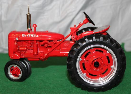 1/16 FARMALL SUPER C; NARROW FRONT; 1999 LAFAYETTE FARM SHOW; BOX HAS WEAR