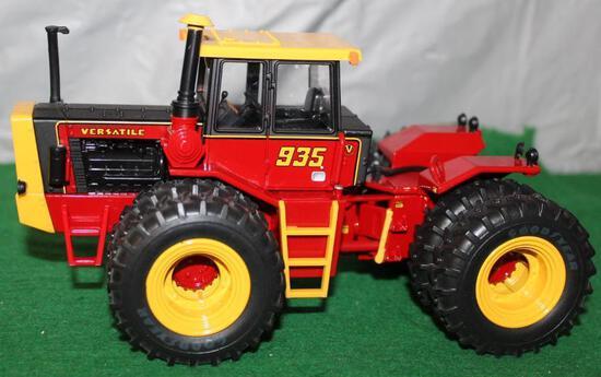 1/32 VERSATILE 935; 4WD; 2011 TOY FARMER; BOX HAS WEAR