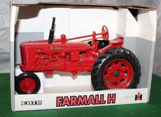 1/16 FARMALL H, WHITE BOX, BOX HAS LIGHT WEAR