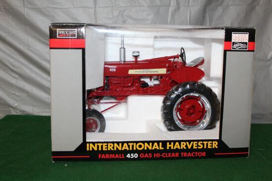 1/16 FARMALL 450, HI-CLEAR, WF, GAS, CLASSIC SERIES, BOX HAS LIGHT WEAR