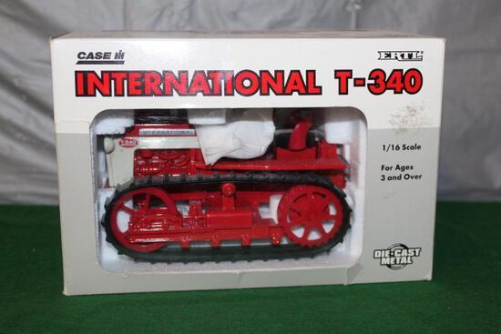 1/16 IH T-340 CRAWLER, RUBBER TRACKS, BOX HAS WEAR AND A TEAR