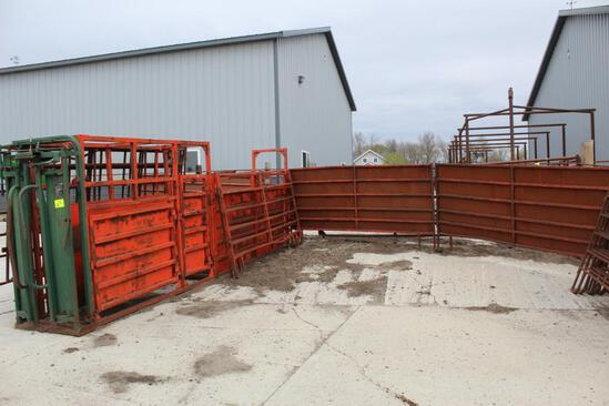 BIG VALLEY FARMMASTER HEAD CHUTE WITH 2 ACCESS DOORS, (4) APPROX 10' CORRAL PANELS