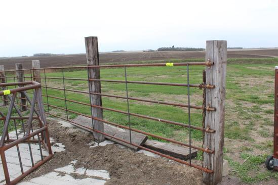 (4) APPROX 20' & (1) 17' SECTIONS OF ENDLESS FENCING,
