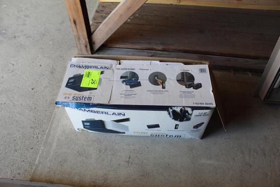 CHAMBERLAIN 1/2 HP CHAIN DRIVE GARAGE DOOR OPENER, NIB