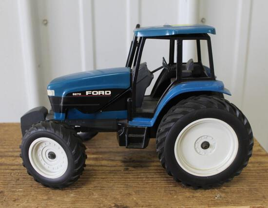 1/16 FORD 8670 FWD, CAB TOP IS LOOSE, NO BOX