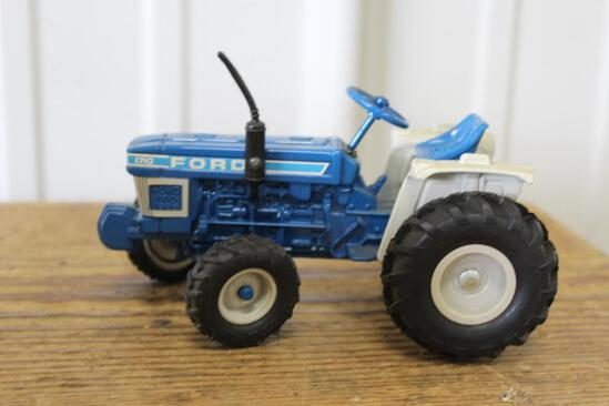 1/16 FORD 1710 TRACTOR COLLECTOR'S EDITION, NEW IN BOX