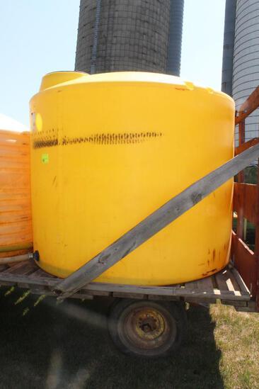 "1600 Gallon Vertical Poly Tank, Yellow, 2"" Plumbing"