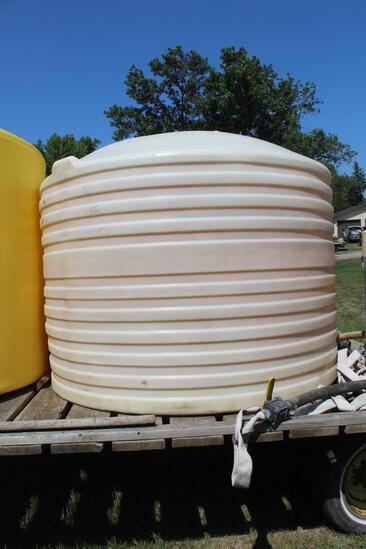 "1200 Gallon Vertical Poly Tank, White, 2"" Plumbing"