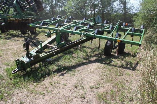 JD 610 Chisel Plow, 17', PT, Walking Tandems, Single Point Depth, TruDepth Shanks,