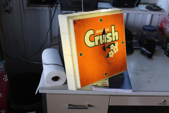 """APPROX 16""""X16"""" PLASTIC ORANGE CRUSH CLOCK, LIGHTS, DON'T KNOW IF IT KEEPS TIME"""