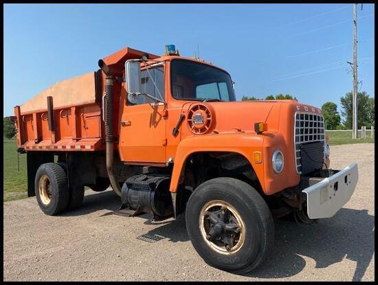 ***1982 Ford 8000 Dump Truck, 3208 Cat, Tilt Front Hood, 5+2 Speed,