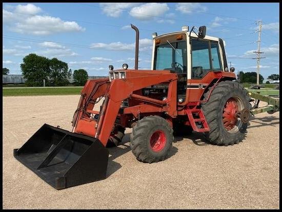 IH 1586 2WD Tractor, 20.8R38 Rears, 16.5-16.1 Fronts, 3Pt, Dual speed pto added,
