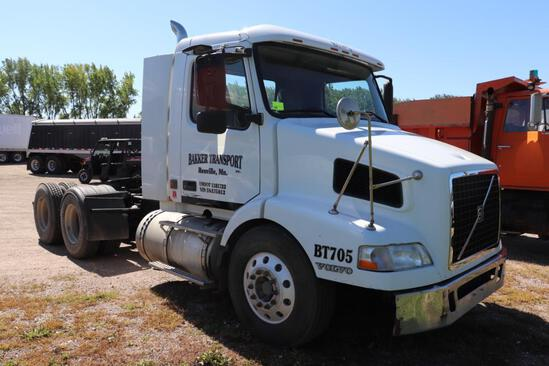 ***2005 Volvo Day Cab Semi Tractor, 12.1L 435 Performance Enhanced VED12 340 HP Engine,