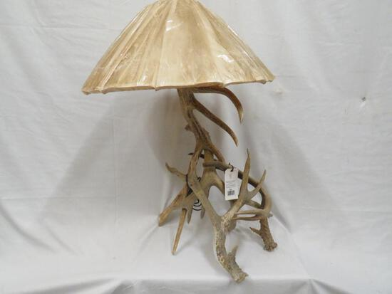 BEAUTIFUL ANTLER LAMP W/SHADE