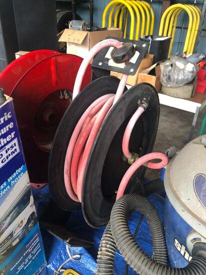 Hose reel with air hose
