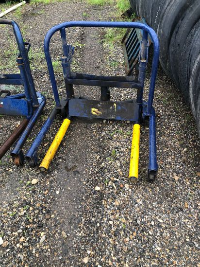 Lincoln wheel dolly