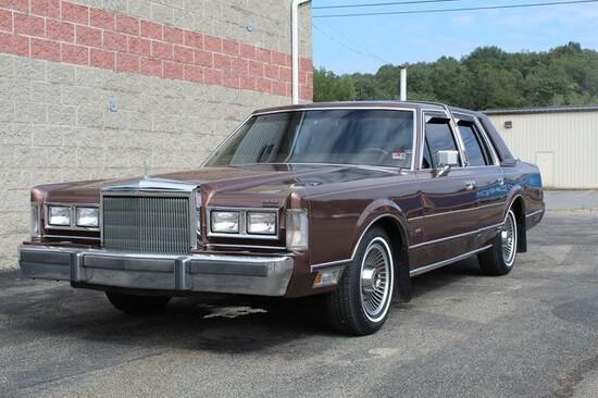 1988 Lincoln Town Car Signature Series Sedan.One owner, original miles.Orig