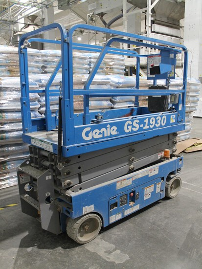 GENIE MODEL GS1930 2013 ELECTRIC SCISSORLIFT