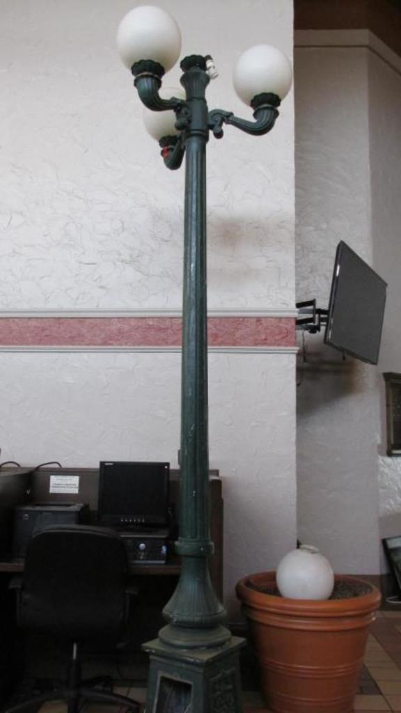 (4) Light Street Lamp - L