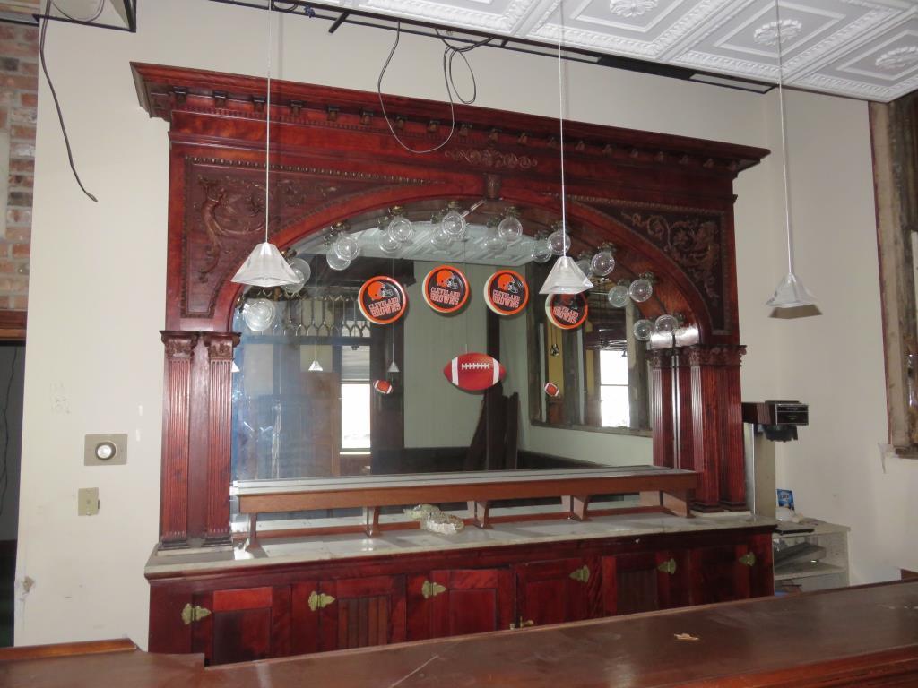 CU - Mahogany Bar & Back Bar