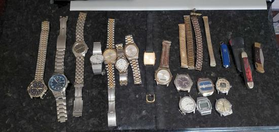 K - Large lot of Men's Watches / Knives / Pennies