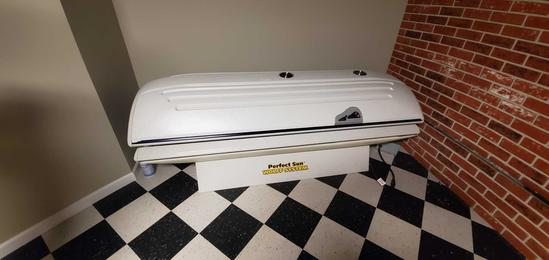 B- Perfect Sun Wolff System Tanning Bed