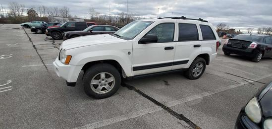 2005 White Jeep Grand Cherokee