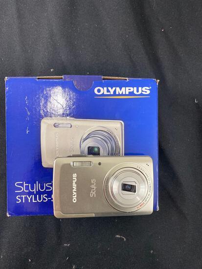 Olympus Camera Works Stylus 5010 in box