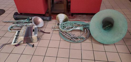 L- Decorative Instruments