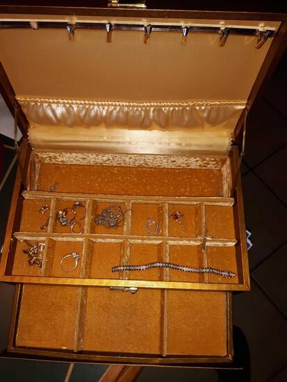 LR- Jewelry Box with Jewelry