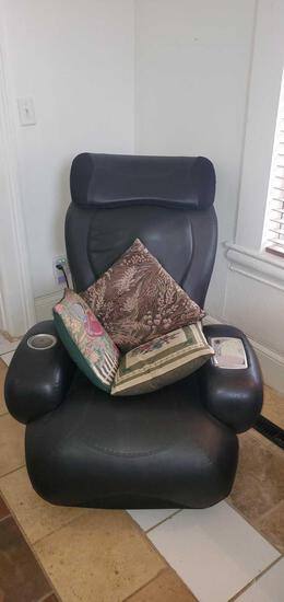 LR- Sharper Image Reclining Massage/ Vibrating Chair