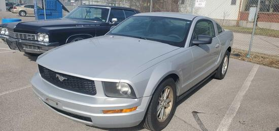2005 Silver Ford Mustang