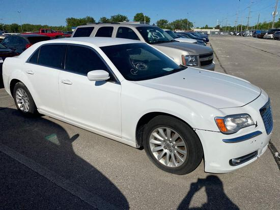 2013 White Chrysler 300