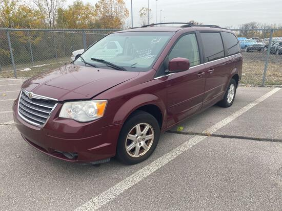 2008 Amethyst Chrysler Town and Country