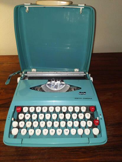 LR- Smith-Corona Portable Typewriter